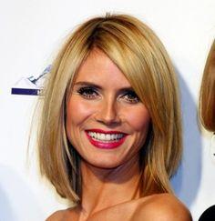 schulterlanges haar blond glatt seitenscheitel