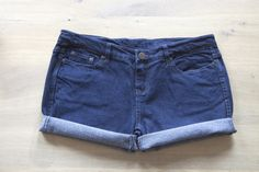 How to properly make shorts out of old jeans. I am going to try this...... we'll see how it goes.......