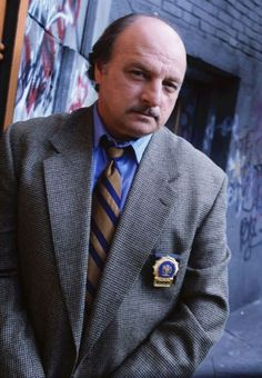 DENNIS FRANZ: NYPD BLUE (1993-2005) Dennis Franz played Detective Andy Sipowicz in the series NYPD Blue for 12 years, winning Golden Globe, Emmy and Screen Actors Guild awards for his performances as the recovering alcoholic policeman. A tough-looking and gritty actor (he'd served in the 82nd Airborne Division in Vietnam), Franz had often been cast as a cop (26 times before NYPD Blue), but made this character into one of the most memorable in TV history.