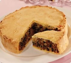 Black Bun - traditional Scottish cake for Hogmanay Scottish Dishes, Scottish Recipes, Irish Recipes, English Recipes, Canadian Recipes, French Recipes, Italian Recipes, Uk Recipes, Dessert Recipes