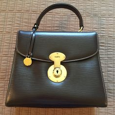 Dark brown leather purse. A gorgeous dark brown Goldpfeil leather purse.  Never used. d79e19a70e519