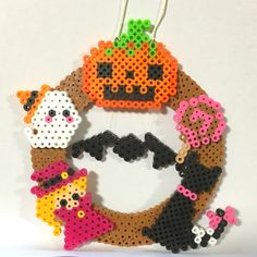 【値下げ】アイロンビーズ・ハロウィン飾り Halloween Beads, Halloween Patterns, Bead Crafts, Diy And Crafts, Diy Perler Beads, Halloween Cross Stitches, Iron Beads, Beaded Ornaments, Fuse Beads