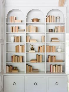 Home Decoration Photography Episode 11 - The Club House - Magnolia Market.Home Decoration Photography Episode 11 - The Club House - Magnolia Market Library Bookshelves, Built In Bookcase, Bookshelf Styling, Bookcases, Build In Bookshelves, Bookshelf Design, Built In Shelves Living Room, Custom Bookshelves, Bookshelf Ideas