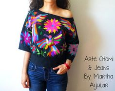 Hermosa blusa Otomi. Color manta natural. Bordada a mano por