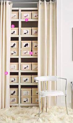 Caixa com foto do sapato para guardo os sapatos de forma organizada.