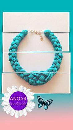 Collar de trapillo trenzado en color azul turquesa. Primavera/verano 2014.