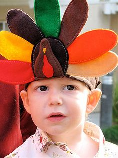 Kids will love this easy-sew turkey headband with colorful felt! #Thanksgiving