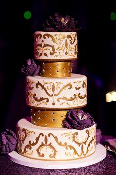 Spectacular Wedding Cake Ideas. To see more: http://www.modwedding.com/2014/06/15/spectacular-wedding-cake-ideas/ #wedding #weddings #cake Featured Wedding Cake: Fleur De Lisa Cakes