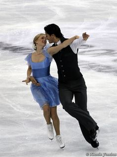 Kaitlyn Weaver and Andrew Poje / photo by Ksenia Fomina
