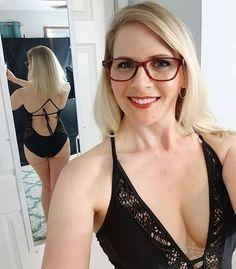 Sexy Older Women, Sexy Women, Girls With Glasses, Elegant Woman, Beautiful Women, Classy, Cosplay, Lingerie, Mom