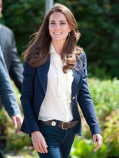 Kate Middleton in a simple but classic outfit. I'm really loving that navy blazer...