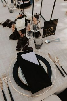 wedding place setting with black napkin and charger plate Black Wedding Themes, Wedding Colors, Wedding Mood Board, Wedding Day, Black Napkins, Modern Wedding Inspiration, Wedding Place Settings, Glass Slipper, Something Blue