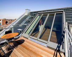 Licht, Luft und anspechende Arbeitsatmosphäre in Darmstädter Künsterleratelier durch 4-teiliges Panorama-AL-Dachschiebefenster (370 cm x 350 cm) (Foto 983_3699)