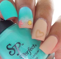 Beach inspired nails by @gabbysnailart