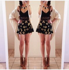 Outfit: summer flower shorts and tank