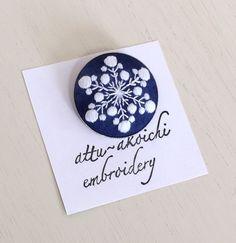 雪の結晶の手刺繍のブローチ | ハンドメイド、手作り作品の通販 minne(ミンネ)