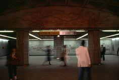 """la-beaute—de-pandore: """"métro, Séoul, Corée du Sud, 1987 © Rene Burri / Magnum Photos """" Magnum Photos, Zurich, Color Photography, Street Photography, Metro Subway, Urban Beauty, Global Art, Daily Photo, Cool Eyes"""