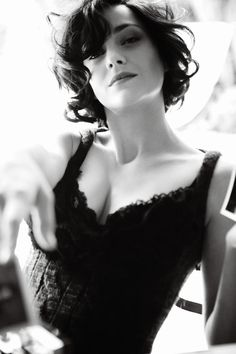 Actress Marion Cotillard has been photographed for Vogue US by photographer Mario Testino. Mario Testino, Audrey Tautou, Isabelle Adjani, Marion Cotillard Hair, Marion Cotilard, Emmanuelle Béart, Vogue Us, Catherine Deneuve, French Actress
