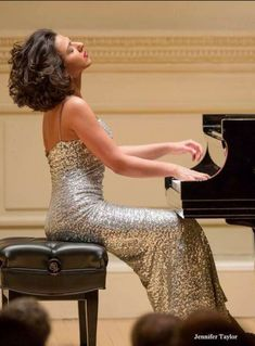 The mesmerizing grace of a lovely pianist is a visual, as well as an auditory, treat! Piano Photography, Concert Photography, Opera Musica, Motif Music, Piano Girl, Piano Recital, Piano Player, Grand Piano, Music Images