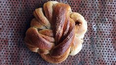 Kanelknuter: Kanelsnurrer fra Bakeriet i Lom - Oppskrift - Godt. Norwegian Food, Veggie Dinner, Dessert Drinks, Diy Food, No Bake Cake, Food Inspiration, Sweet Recipes, Baking Recipes, Delicious Desserts