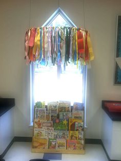 Ribbons tied to hula hoop hung from ceiling - Modern Classroom Layout, Classroom Design, Classroom Themes, Classroom Organization, Classroom Reading Nook, Future Classroom, Childcare Rooms, Daycare Rooms, Home Daycare