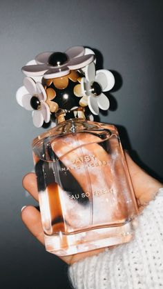 Scent is a liquid substance that you put on your body in tiny amounts in order to smell pleasant. Nowadays there are tons of perfume brands, and every Perfume Scents, Fragrance Parfum, Perfume Oils, Perfume Bottles, Parfum Chloe, Chloe Perfume, Avon Products, Maquillage Victoria Secret, Perfume Design