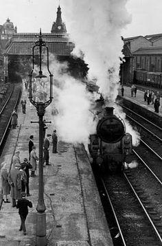 Tour Scotland Photographs: Old Photograph Railway Station Dundee Scotland Dundee Waterfront, Dundee City, Old Train Station, Train Stations, Scotland Tours, Old Trains, Vintage Trains, Steam Railway, Vintage Photographs