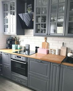 Most Popular Kitchen Design Ideas on 2018 & How to Remodeling design ideas becomes one of the important points - cooking will feel easier and fun - kitchen renovation - anti kitchen sink clogged - clean kitchen Home Decor Kitchen, Kitchen Interior, Kitchen Dining, Kitchen Ideas, Ikea Interior, Grey Kitchens, Cool Kitchens, Grey Kitchen Designs, Grey Kitchen Cabinets