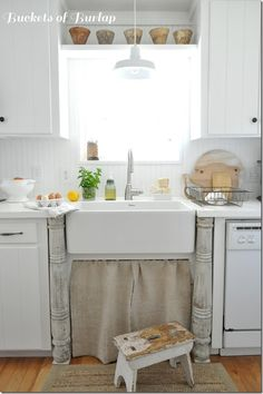 Love the posts flanking the farm sink - Patti