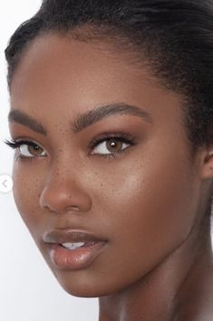 beautiful skin face glow - Care - Skin care , beauty ideas and skin care tips Dark Skin Makeup, Dark Skin Beauty, Natural Makeup, Black Girl Makeup, Girls Makeup, Prom Makeup, London Tipton, Maquillage Black, Beautiful Black Girl
