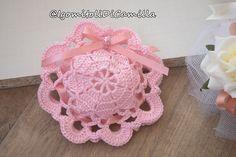 Crochet Sachet, Free Crochet, Knit Crochet, Crochet Hats, Baby Shower Favors, Crochet Dolls, Hobbies And Crafts, Wedding Favors, Wedding Planner