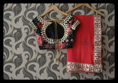 Looking for designer blouse pattern catalogue? Check out 27 gorgeous looking designer blouse models that make your saree look super stylish. Blouse Back Neck Designs, Blouse Designs Silk, Designer Blouse Patterns, Mirror Work Saree Blouse, Black Saree Blouse, Mirror Work Blouse Design, Indische Sarees, Blouse Models, Clothes Women