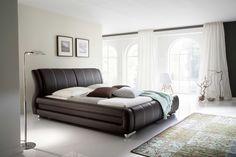 Le lit Bolzano attire tous les regards grâce à son design élégant et ses matériaux haut de gamme. Curieux de le découvrir ? Une adresse : emob.eu !
