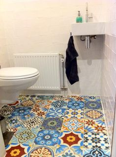 Reasonably priced with delivery authentic handmade ceramic pattern tiles for a colourful yet classic home. Style / tiles / Spanish / Moroccan / Mexican / homemade home hacks / up cycle Deco Nature, Downstairs Toilet, Small Toilet, Style Tile, Wet Rooms, Small Bathroom, Loft Bathroom, Eclectic Bathroom, Beautiful Bathrooms
