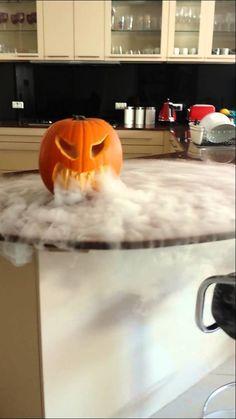 halloween pumpkin with dry ice Dry Ice Halloween, Halloween Sweets, Spooky Halloween Decorations, Cheap Halloween, Halloween Boo, Halloween Pumpkins, Halloween Crafts, Halloween 2020, Halloween Apothecary