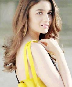 Alia Bhatt Indian Celebrities, Beautiful Celebrities, Beautiful Actresses, Beautiful Women, Indian Bollywood Actress, Indian Actresses, Alia Bhatt Photoshoot, Aalia Bhatt, Alia Bhatt Cute