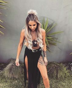 Braids Beautiful Coachella Outfit Ideas For Cozy Summer Outfit 28 Music Festival Makeup, Music Festival Outfits, Festival Clothing, Girl Hairstyles, Braided Hairstyles, Summer Hairstyles, Rave Hair, Festival Braid, Coachella Hair