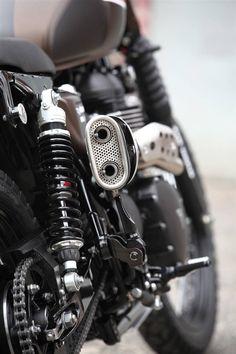 """Racing Cafè: Triumph """"Dirty Deeds Mk 2.1"""" by JvB-Moto"""