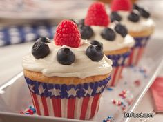 Fourth of July Cupcakes - This patriotic cupcakes are a fun all-American dessert recipe to serve up this 4th of July!