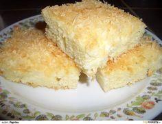 Vejce + 1 vanilka + 1 hrn. moučky vyšleháme, přidáme 2 hrnky hladké mouky, pr. do peč., 1 hrn. vlažného mléka. Smícháme a nalijeme do dortové...