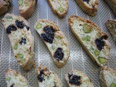 Toile Silpat Demarle® Recette réalisable avec le KitchenAid ou un autre robot ménager. Ces biscuits italiens durs sont cuits deux fois, d'où leur nom : bis-cotti. On les trempe habituellement dans ...