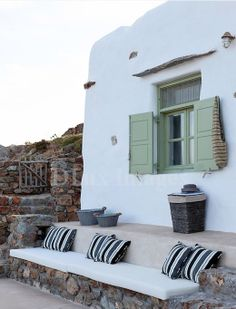 holiday house decor1 Escape to Mykonos