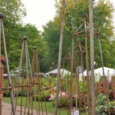 De Tuinfee – JOUW TUIN VERDIENT HET Diy Organisation, Plant Supports, Topiary, Clematis, Arch, Planters, Outdoor Structures, Gardening, Hobby