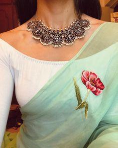 #pastelswithanedge ✨ . . . . Jewellery @pradejewels || #curatedlooks #styling #fashion