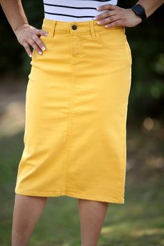 Scalp below to get the denim-skirt outfits fashion little girls are wearing this plummet. Modest Denim Skirts, Skirt Outfits Modest, Denim Skirt Outfits, Cute Skirts, Maxi Skirts, Denim Skirt Outfit Winter, White Denim Skirt, Conservative Outfits, Denim Overall Dress