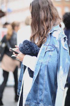 Street Style: Distressed Denim Jacket and Fur Clutch -- London Fashion Week -- Denim Fashion, Look Fashion, Street Fashion, Womens Fashion, Fashion Trends, Street Chic, Net Fashion, High Fashion, Winter Fashion