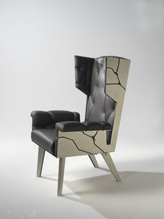 Charmant Kranen Gille | Fredersen London Wingchair | 2009, Nickel Plated Steel,  Leather | Edition