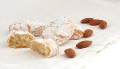I ricciarelli di Siena sono molto amati durante le feste. La ricetta è antica ma semplicissima: fare i ricciarelli in casa è davvero veloce ed economico!