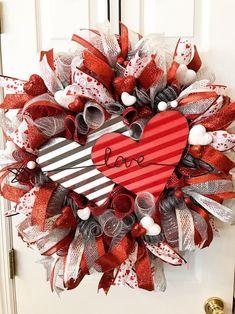 Valentine Day Wreaths, Valentines Day Decorations, Valentine Ideas, Valentine Day Crafts, Valentine Stuff, Printable Valentine, Homemade Valentines, Valentine Box, Holiday Wreaths