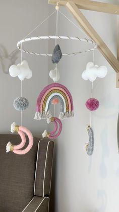 Pom Pom Crafts, Rope Crafts, Baby Crafts, Macrame Wall Hanging Diy, Wall Hanging Crafts, Diy Bebe, Macrame Design, Macrame Patterns, Diy Crafts To Sell